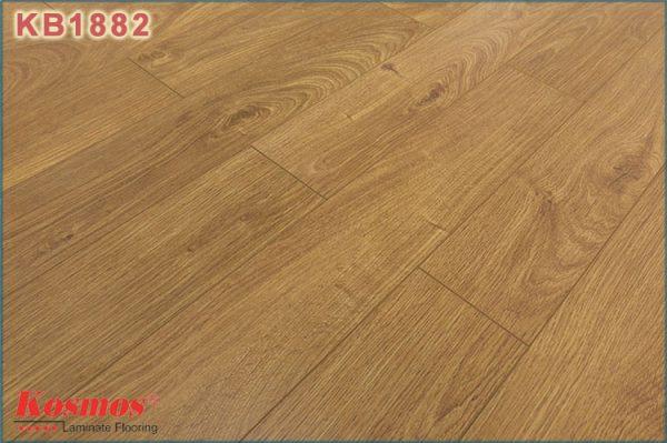san go kosmos new kb 1882 1 600x399 - Sàn gỗ Kosmos 1882 12mm