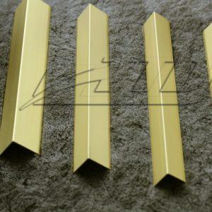 v vàng mờ 696x503 1 300x300 - Nẹp nhôm V màu vàng mờ