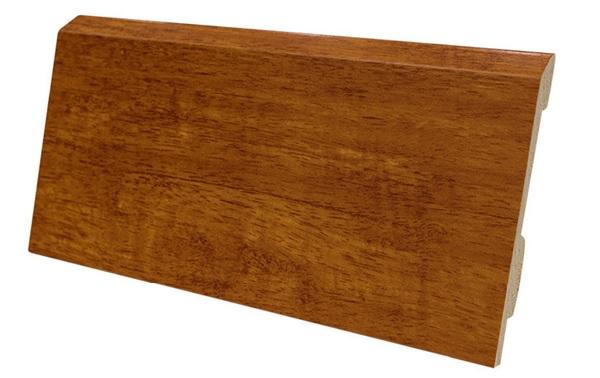 Len chân tường sàn gỗ có kết cấu chắc chắn